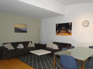 A seating area at StayInn Hostel und Gästehaus