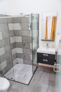 Un baño de Hotel Eco Arenal