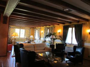 A seating area at Hotel Turmo