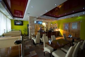 Restauracja lub miejsce do jedzenia w obiekcie Iskra