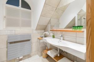 A bathroom at Hotel-Restaurant-Café Krainer