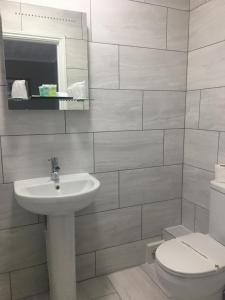 A bathroom at Sorrento Hotel & Restaurant