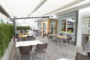 A restaurant or other place to eat at Al Brenta