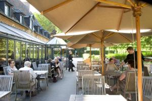 A restaurant or other place to eat at Hotel The Lodge Heverlee