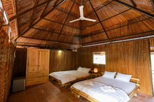 A bed or beds in a room at Hometravel Mekong Can Tho