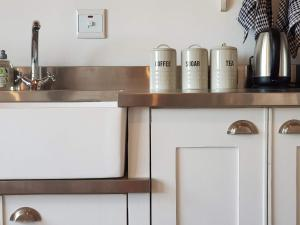 A kitchen or kitchenette at Little Fields Country House
