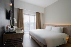 A bed or beds in a room at Hotel Santika Siligita Nusa Dua