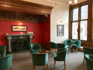 The lounge or bar area at Louisa Lodge & Purbeck House Hotel