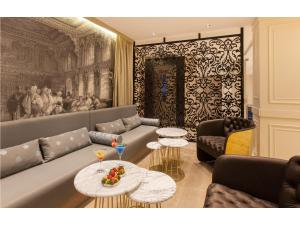 A seating area at Pierre Loti Hotel - Special Category