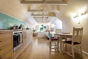 A kitchen or kitchenette at Little House Villa
