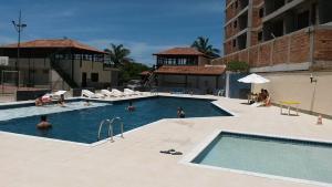 A piscina localizada em Casa 4 quartos Condomínio em Frente a Praia Grande ou nos arredores