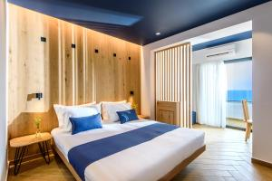 A bed or beds in a room at Arminda Hotel & Spa