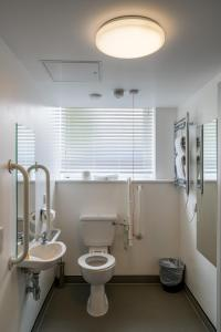 A bathroom at Pelican London Hotel and Residence