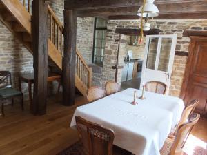 Restaurant ou autre lieu de restauration dans l'établissement Spacieuse ferme rénovée fin 18ième s. classée 3*