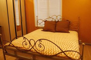 Кровать или кровати в номере 25 Октября д. 11
