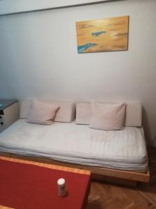 A bed or beds in a room at WORKING CLASS PARADISE B&B