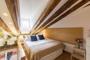 Cama o camas de una habitación en Friendly Rentals Chueca Duplex II