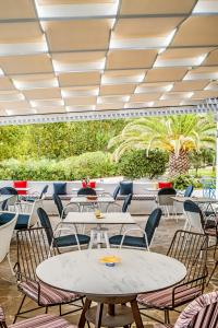 A restaurant or other place to eat at Karras Star Hotel