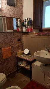 A bathroom at La Torretta - Cerreto Grue