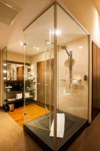 A bathroom at Flemings Selection Hotel Wien-City