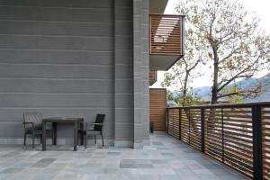 A balcony or terrace at Wine Hotel Retici Balzi