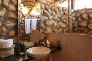Een badkamer bij Muscat Hills Resort