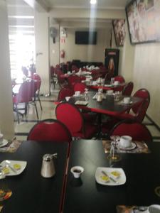 A restaurant or other place to eat at Hotel Spa Machupicchu