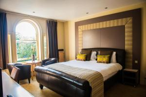 A bed or beds in a room at Regent Hotel Doncaster