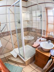 A bathroom at Kleine Eden Guesthouse