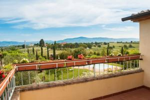 A balcony or terrace at Agriturismo Pratovalle