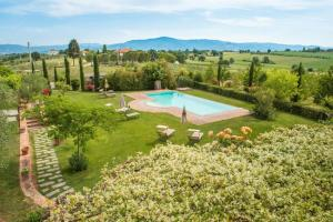 A view of the pool at Agriturismo Pratovalle or nearby