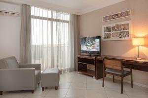 A television and/or entertainment center at Manaus Hotéis Millennium