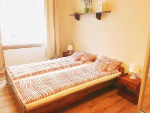 Łóżko lub łóżka w pokoju w obiekcie Pokoje Krowoderska