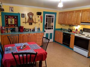A kitchen or kitchenette at Gower Manor Historic Bed & Breakfast