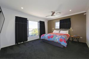 A bed or beds in a room at 12th Tee BnB and Villas