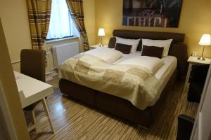 A bed or beds in a room at Hotel Villa Konstanz