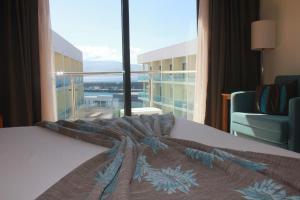 Uma cama ou camas num quarto em Hotel Caravelas