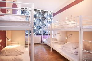A bunk bed or bunk beds in a room at La Guitarra Hostel Gdańsk