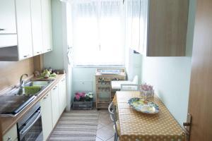 A kitchen or kitchenette at La Casa di Alessandra, Salerno Centro