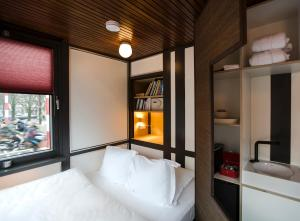 A bunk bed or bunk beds in a room at SWEETS - Theophile de Bockbrug