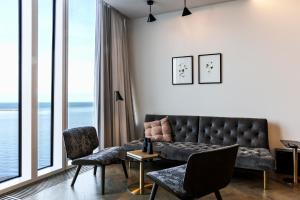 A seating area at Tower Suites Reykjavík