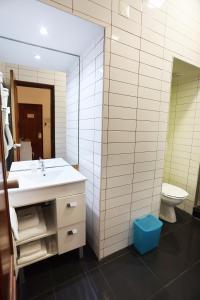 A bathroom at Anjo Azul