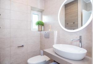 A bathroom at Studios No. 81