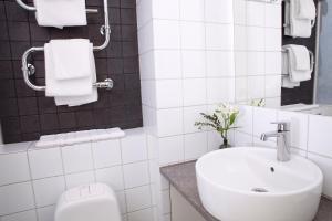Ett badrum på STF Zinkensdamm Hostel