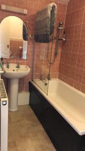 A bathroom at Kinder Lodge