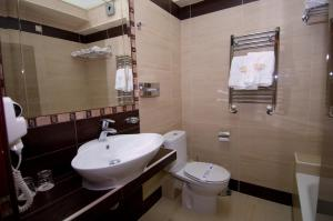 Ένα μπάνιο στο Ξενοδοχείο Αιγές Μέλαθρον