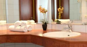 A bathroom at AMEDIA Hotel Frankfurt Rüsselsheim