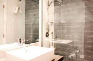 Un baño de Hotel Bella Playa & Spa