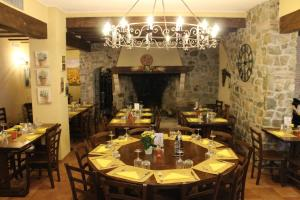 A restaurant or other place to eat at Il Villaggio Di Giuele