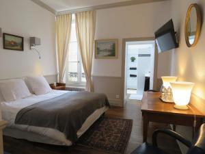 A bed or beds in a room at B&B Le Jardin de Carco